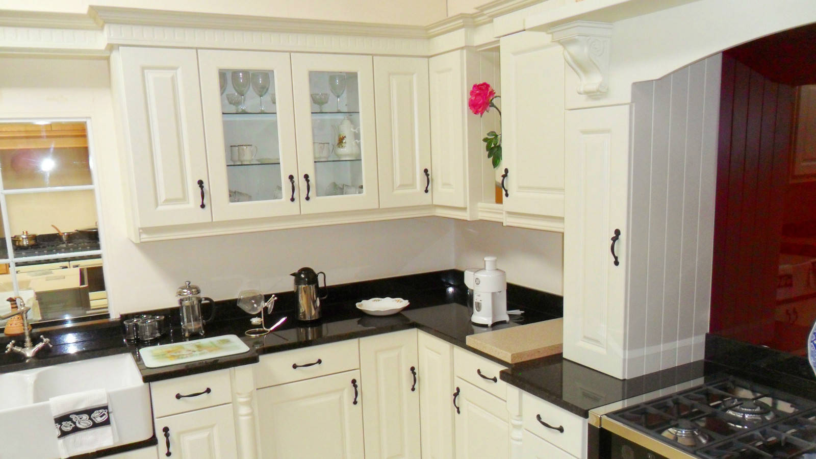 Bespoke Fitted Kitchens - Traditional Contemporary Kitchens - Pine ...